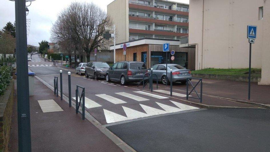 La montée depuis le centre commercial vers la rue Boucicaut.