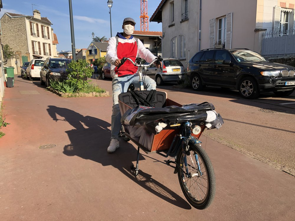 Patrick sur son vélo-cargo