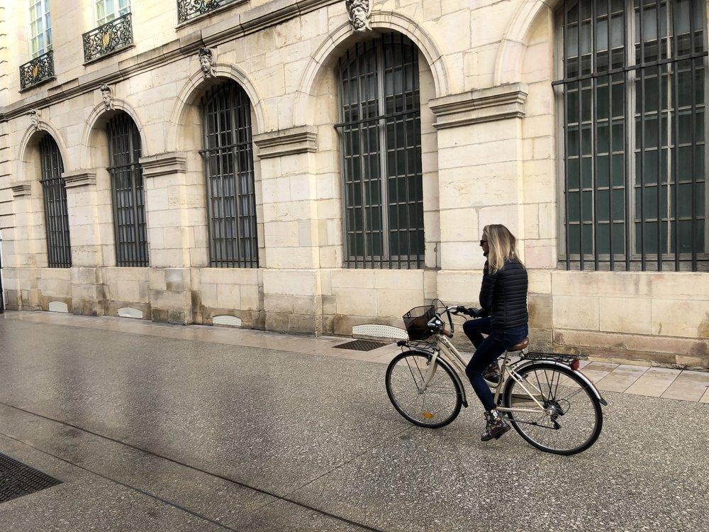 De nombreux trajets en voiture pourraient être effectués à vélo à condition d'avoir un réseau cyclable.