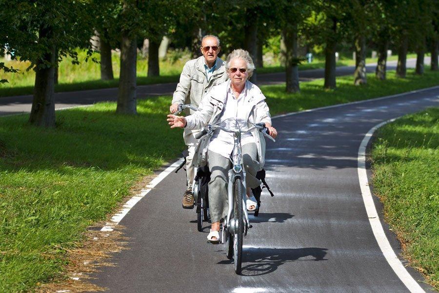 Faire du vélo est plus facile que marcher car les articulations ne portent pas le poids du corps, c'est comme « marcher assis ».